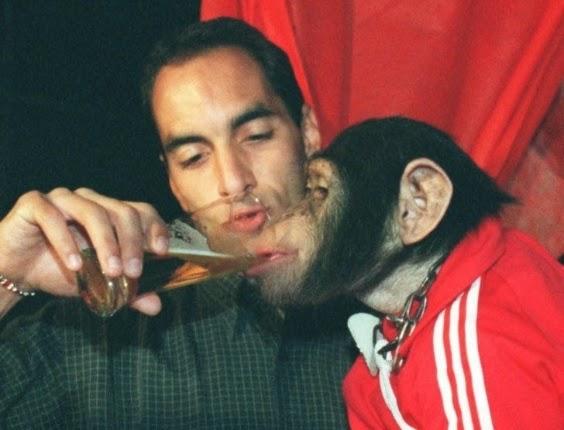 edmundo-foi-acusado-de-dar-cerveja-a-macaco-durante-festa-de-aniversario-do-filho-1308228878916_564x430